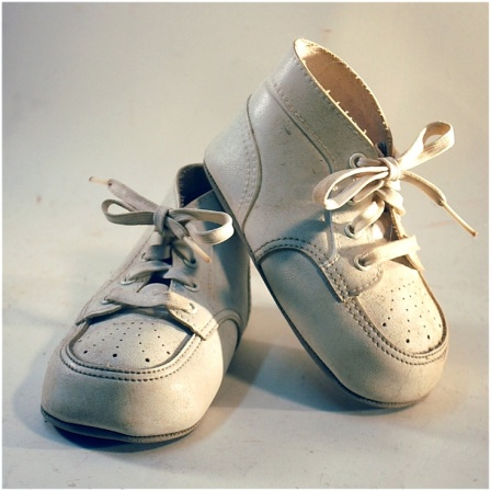 b6804a3179ba40a1bd11b50bbf688193-white-baby-shoes-baby-pictures